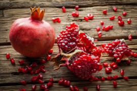 Her Tanesi Ayrı Şifa! Kışın Vazgeçilmez Meyvesi Narın 9 Faydası